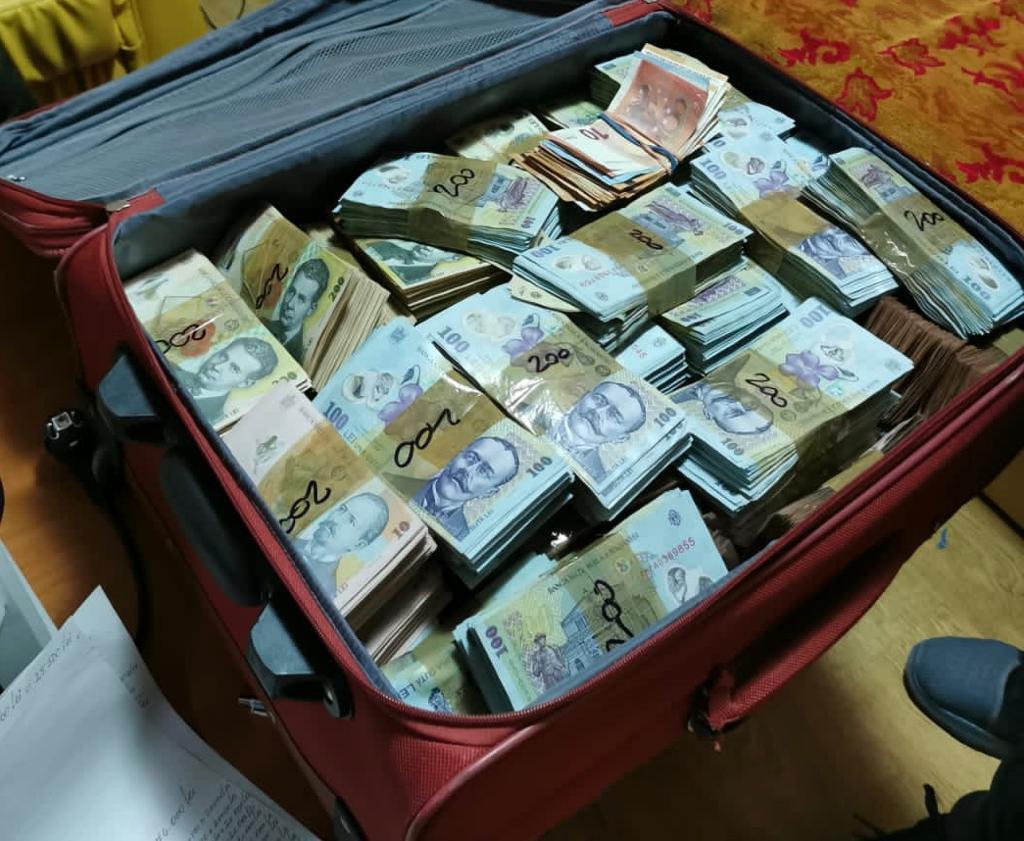 bani proveniti din droguri